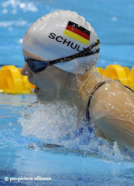 epa03390339 Germany's Daniela Schulte is on her way to win the silver medal in the women's 200m IM SM11 final during the London 2012 Paralympic Games in London, Britain, 08 September 2012. EPA/GERRY PENNY